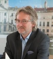 István Vízi : General Manager